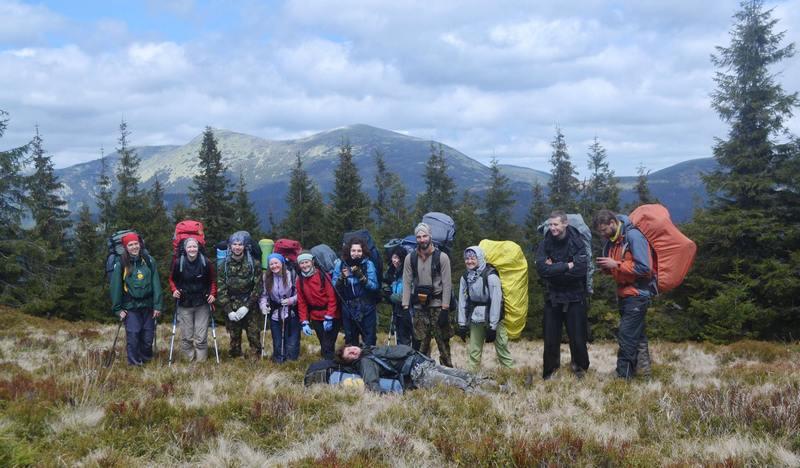 Група туристів на стежці