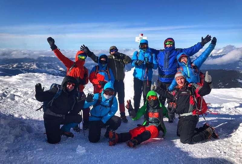 Група на вершині Говерли зимою